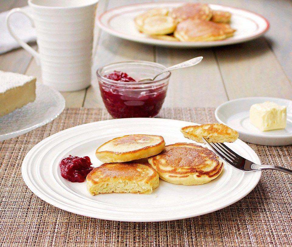 einkorn-kefir-apple-pancakes