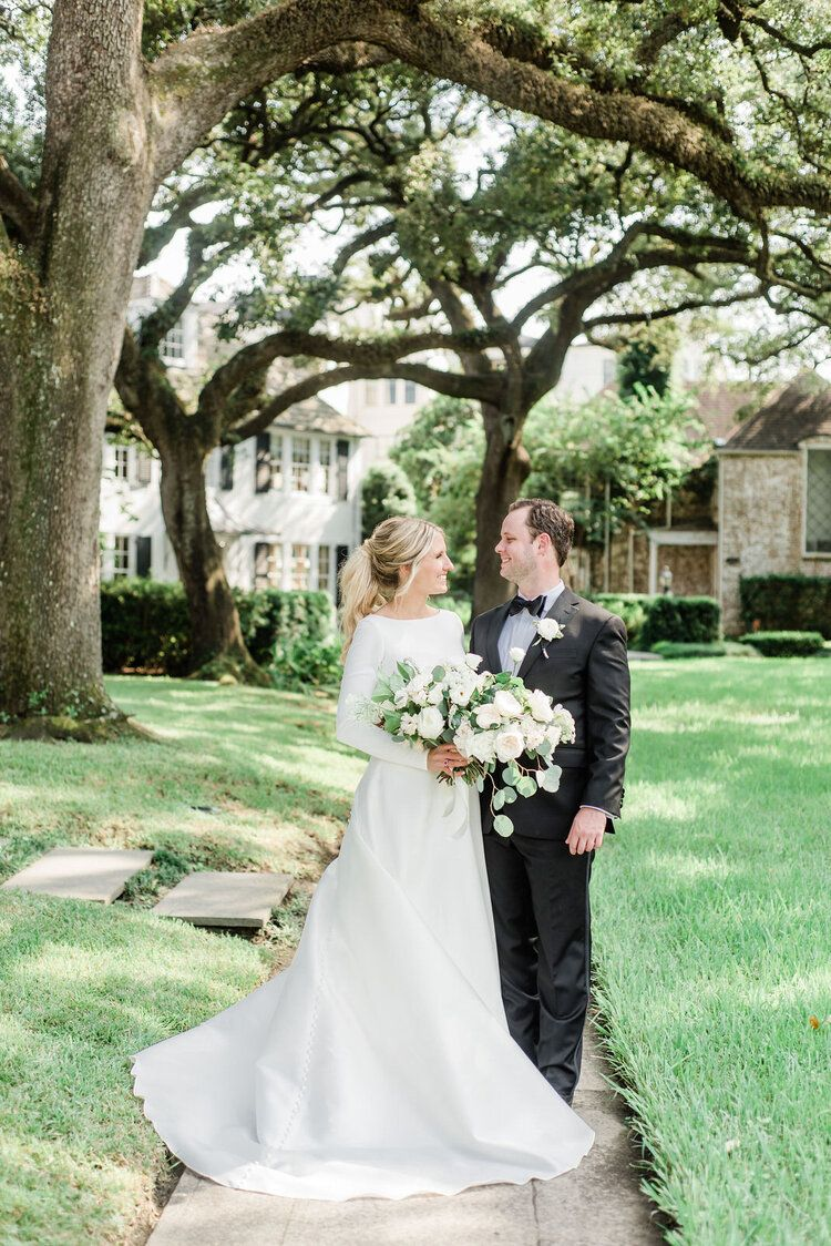 Kylie And Buddy First Look Pictures In River Oaks Texas Houston Country Club Houston Tx Maxit In 2020 Altar Flowers Wedding Brides And Bridesmaids Bride Bouquets
