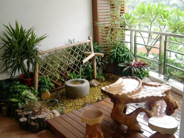 kleinen balkon gestalten ideen hocker pflanzen   Balkonmöbel ...
