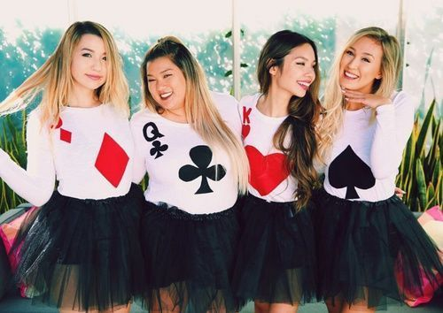 Go As A Deck Of A Cards Find All The Halloween Costume Inspo For Your Group Of Friends At Girlslife Com Credit We Heart It