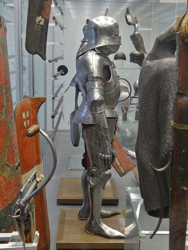 ca. 1470-1480 - 'armour', Landshut, Germanisches Nationalmuseum, Nürnberg, Bayern, Germany   von roelipilami