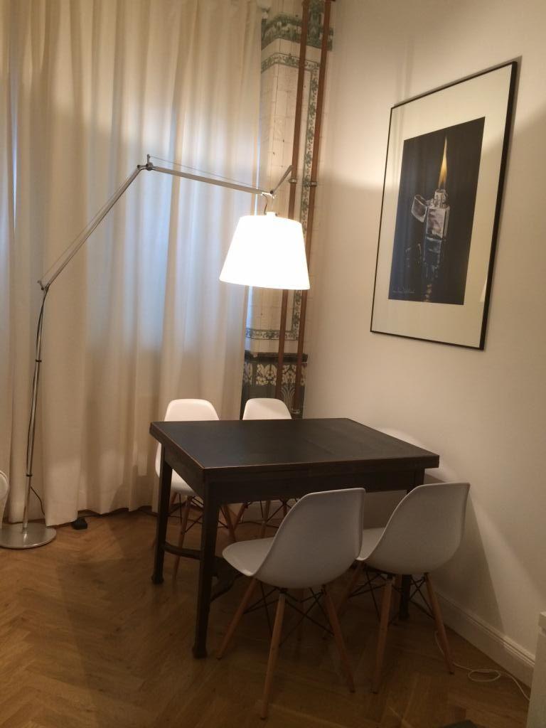 Drei Gegenstände Machen Dieses Esszimmer Perfekt: Die Große Stehlampe, Die  Designer Stühle Und