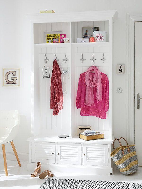 Un práctico mueble perchero con un banco y cajones... ideal para mantener el orden en el dormitorio: Mobiliario funcional y con encanto para el dormitorio.