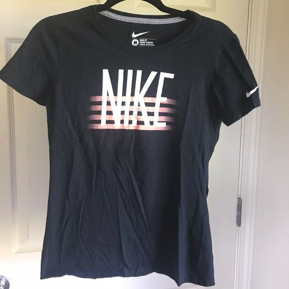Nike Tee Nike Tee Size medium but fits like a small Nike Tops Tees - Short Sleeve