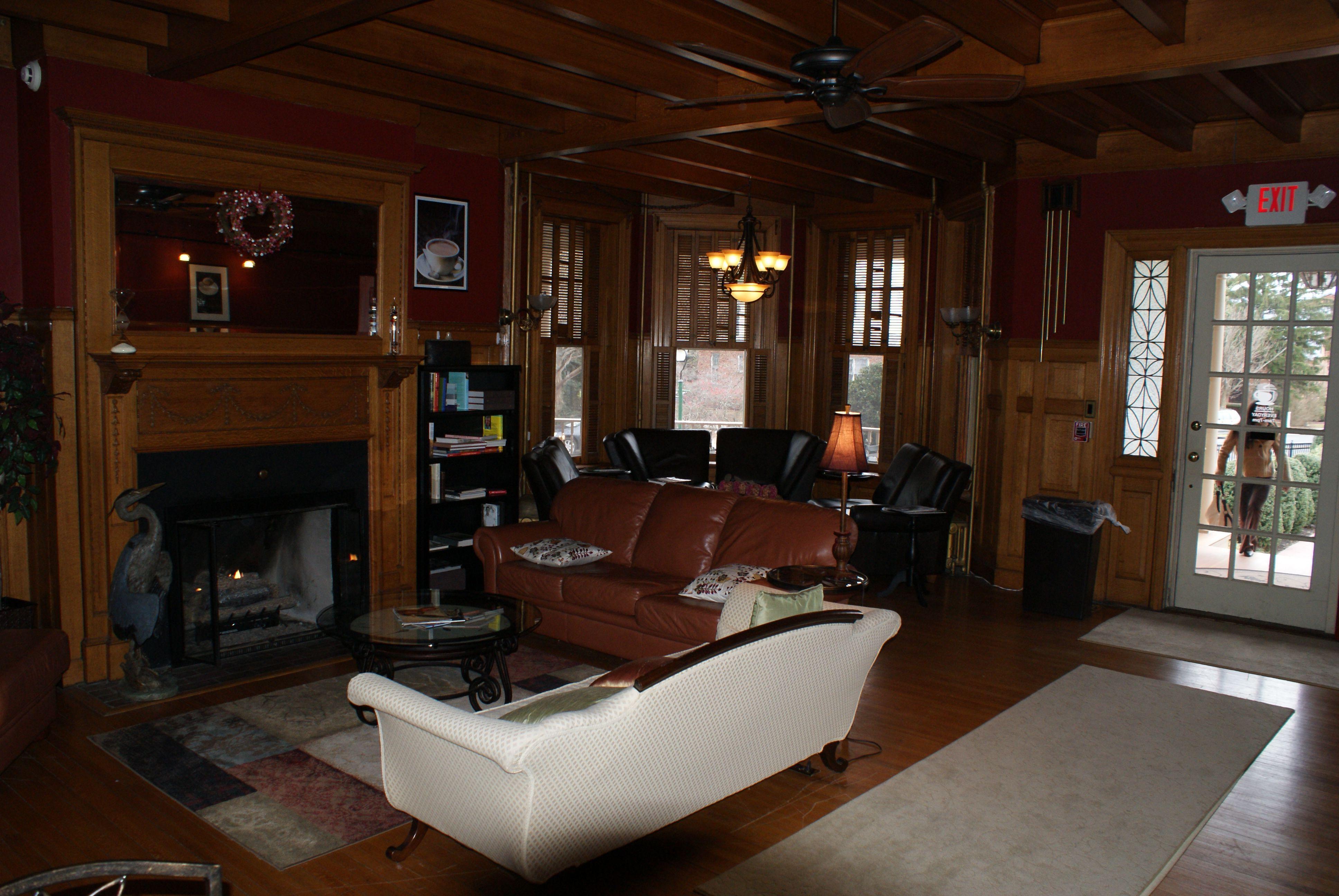 The Lounge Governor S Cafe Dover De Coffee Shop Home Decor Home