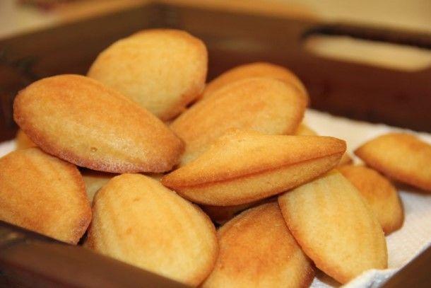 Pour passer un bon Desserts, nous vous proposons une recette de Les madeleines . recette de cuisine, facile et rapide, par Les gourmands mediterraneens