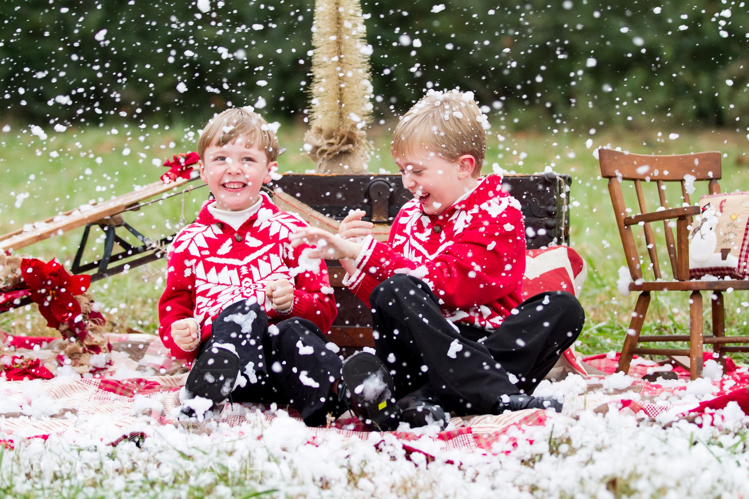 SNOW!!! love this for mini-sessions :-) Victoria Lee Photography
