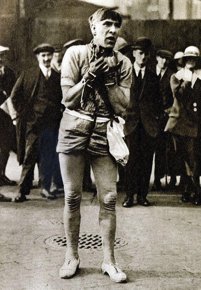London in the 1920's-street escapologist