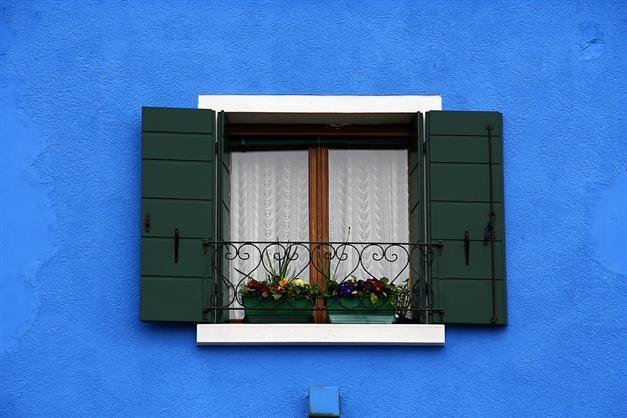 Cottage inédit #peinture #façade #brique #bleu #fenêtre #window