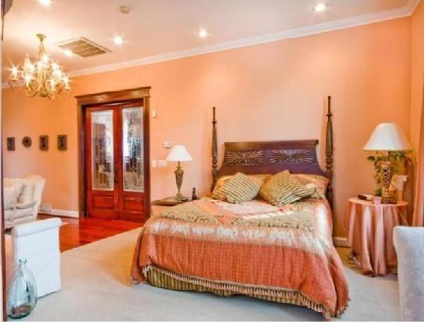 Furniture The Breathtaking Design Of The Moroccan Inspired Furniture With The Orange Wall Als Warme Schlafzimmerfarben Pfirsich Schlafzimmer Schlafzimmerfarbe
