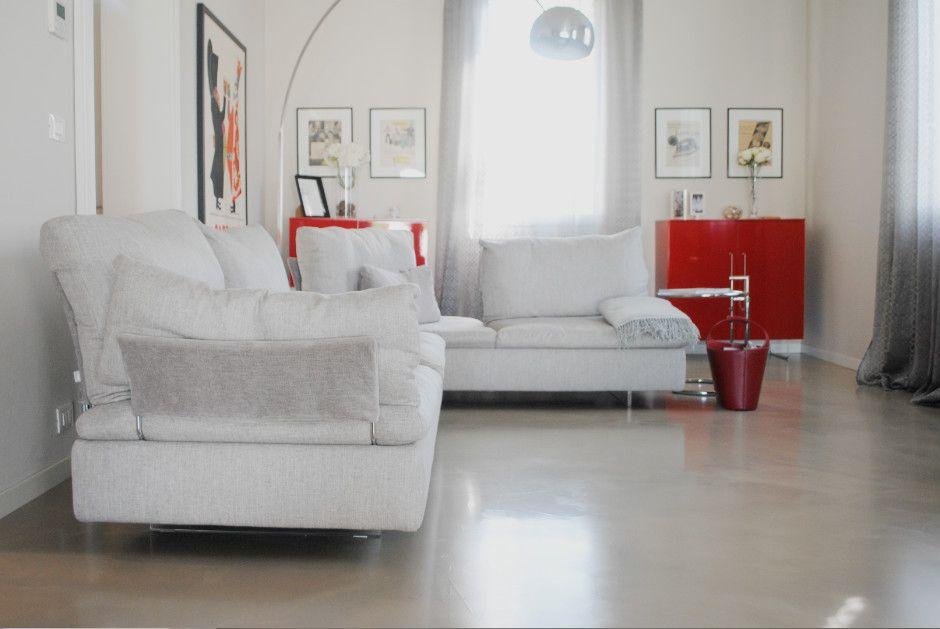 Pavimento Rosso E Bianco : Zona giorno dipinta di bianco rosso e grigio pavimento in resina