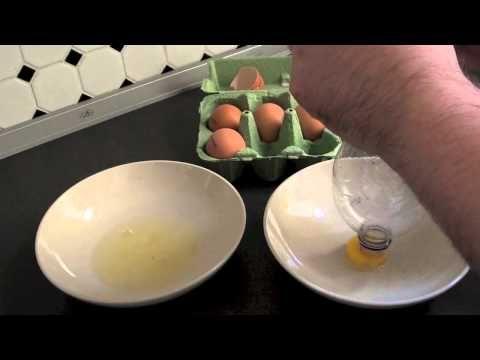 ▶ Eigelb mit PET-Flasche vom Eiweiß trennen (schnell & einfach) - YouTube