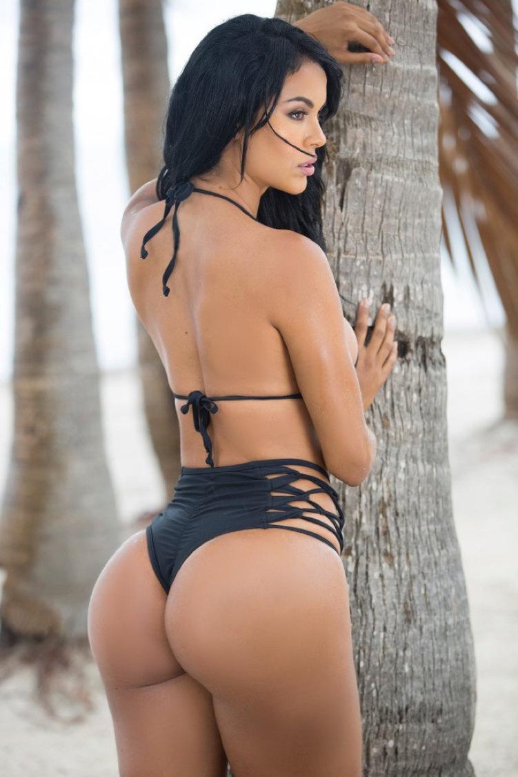 Sexy Hot Brunette Babe Great Ass