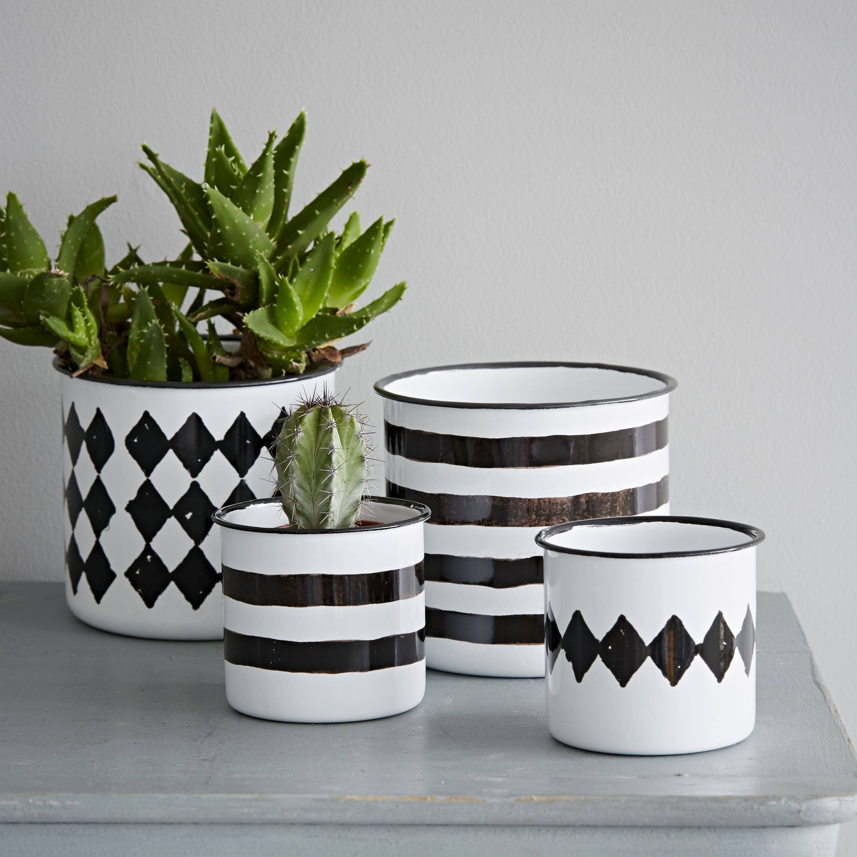 Black and white flower pots - These Black And White Enamel Pots Are Perfect For Plants But Would Be Equally Useful As