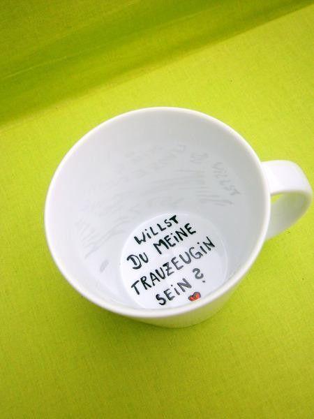 Witzige Idee Zur Hochzeit Schlichte Tasse Als Geschenk Fur Deine Zukunftige Trauzeugin Auf Dem Grund Der Tasse Steht Hochzeit Trauzeugin Trauzeugin Fragen