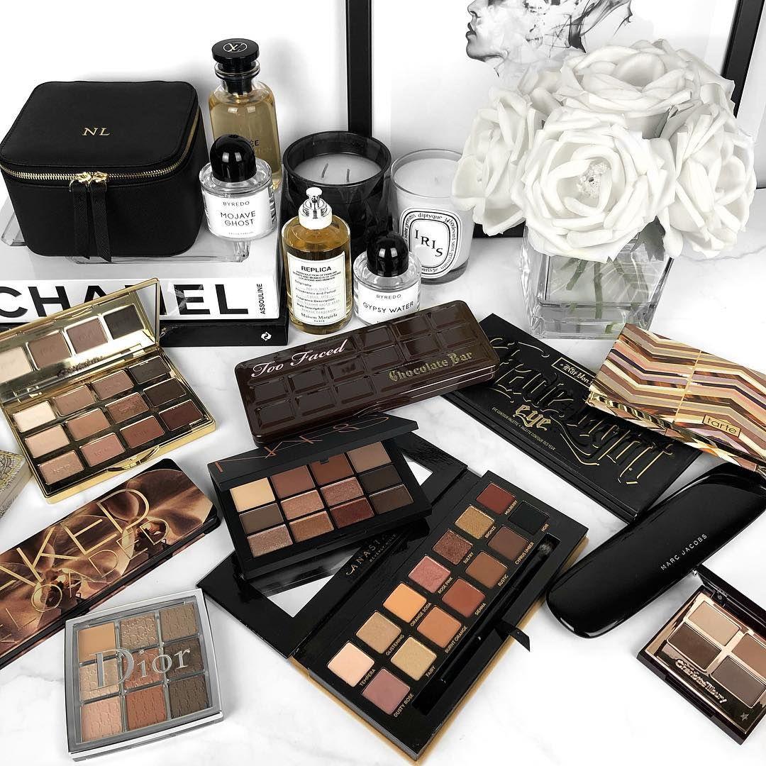 Best Eyeshadow Palettes / Makeup beauty flatlay beauty