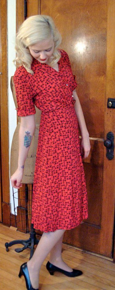 1940s Dress // Red & Black Antique Car Dress // by dethrosevintage, $89.00