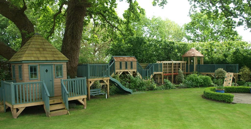 Treehouse with rope bridge tunnel and shelter