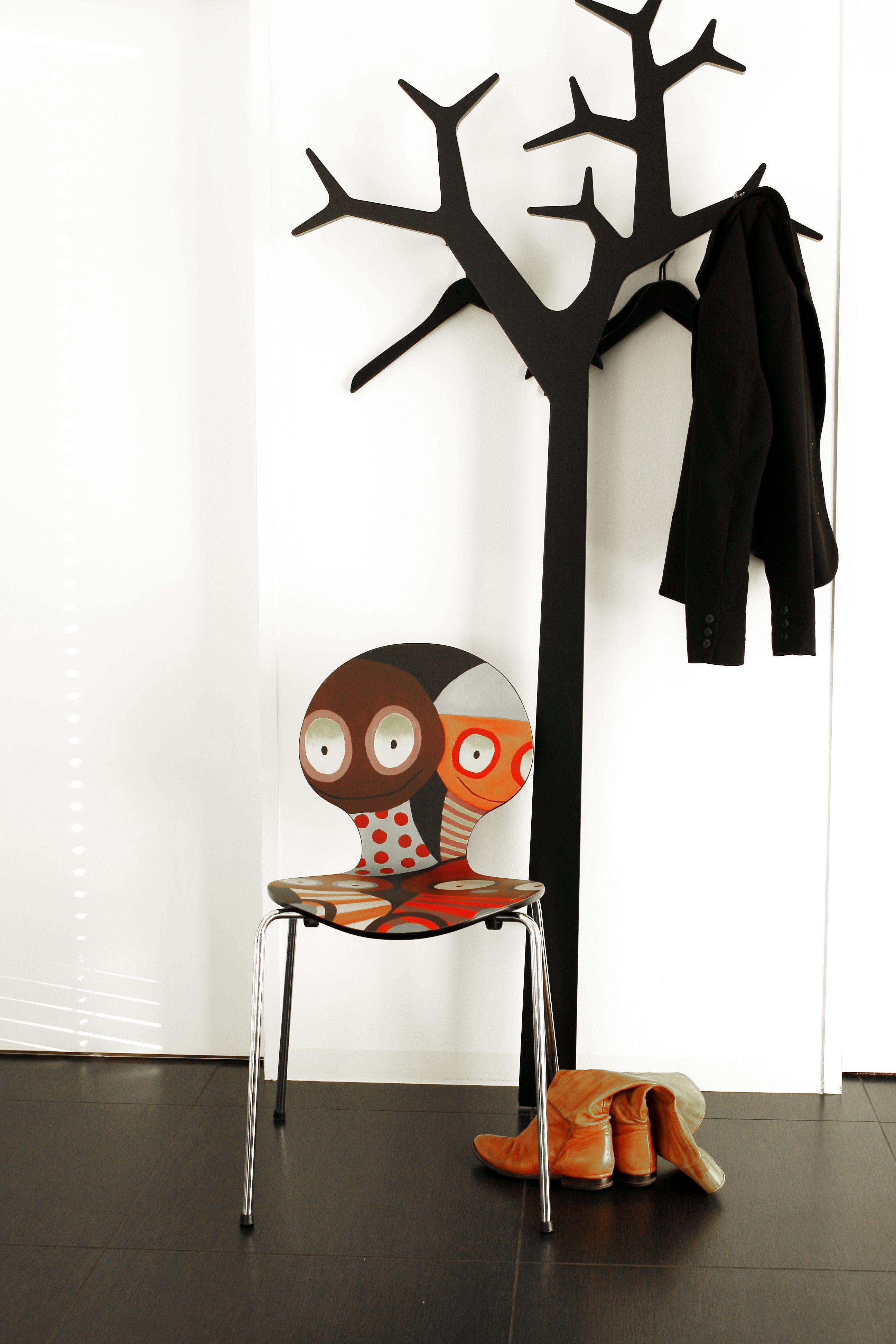 Skab glade rum med en kunststol fra kunstneren Janne Jacobsen. Se mere info på www.onecoolchair.dk