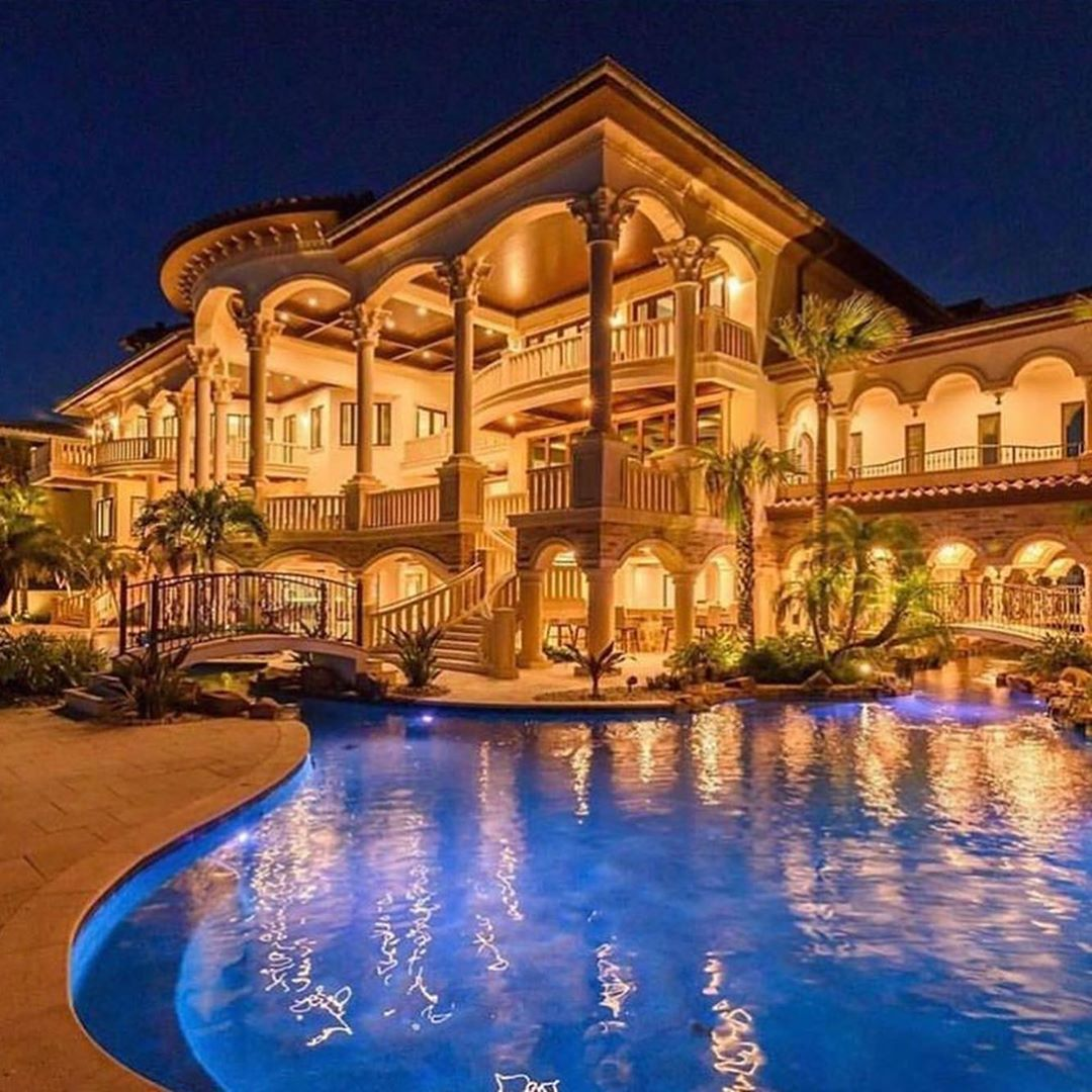45 Likes 2 Comments Luxury Mansions Deluxe Mansions On Instagram The Home Has An Open And Comfortabl Luxury Homes Dream Houses Mansions Luxury Mansions