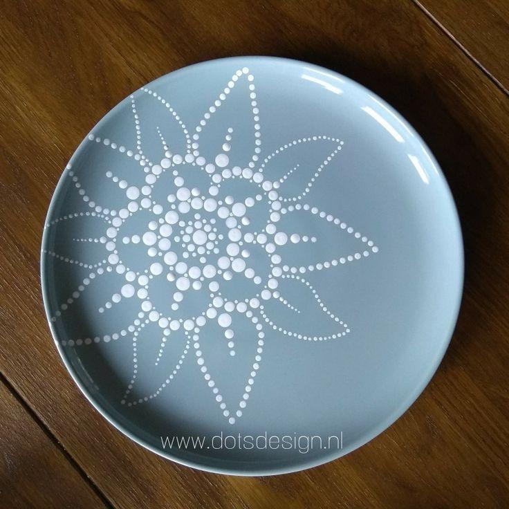 Kann auch gut mit Weiß auf einem farbigen Teller funktionieren! #ceramiccafe