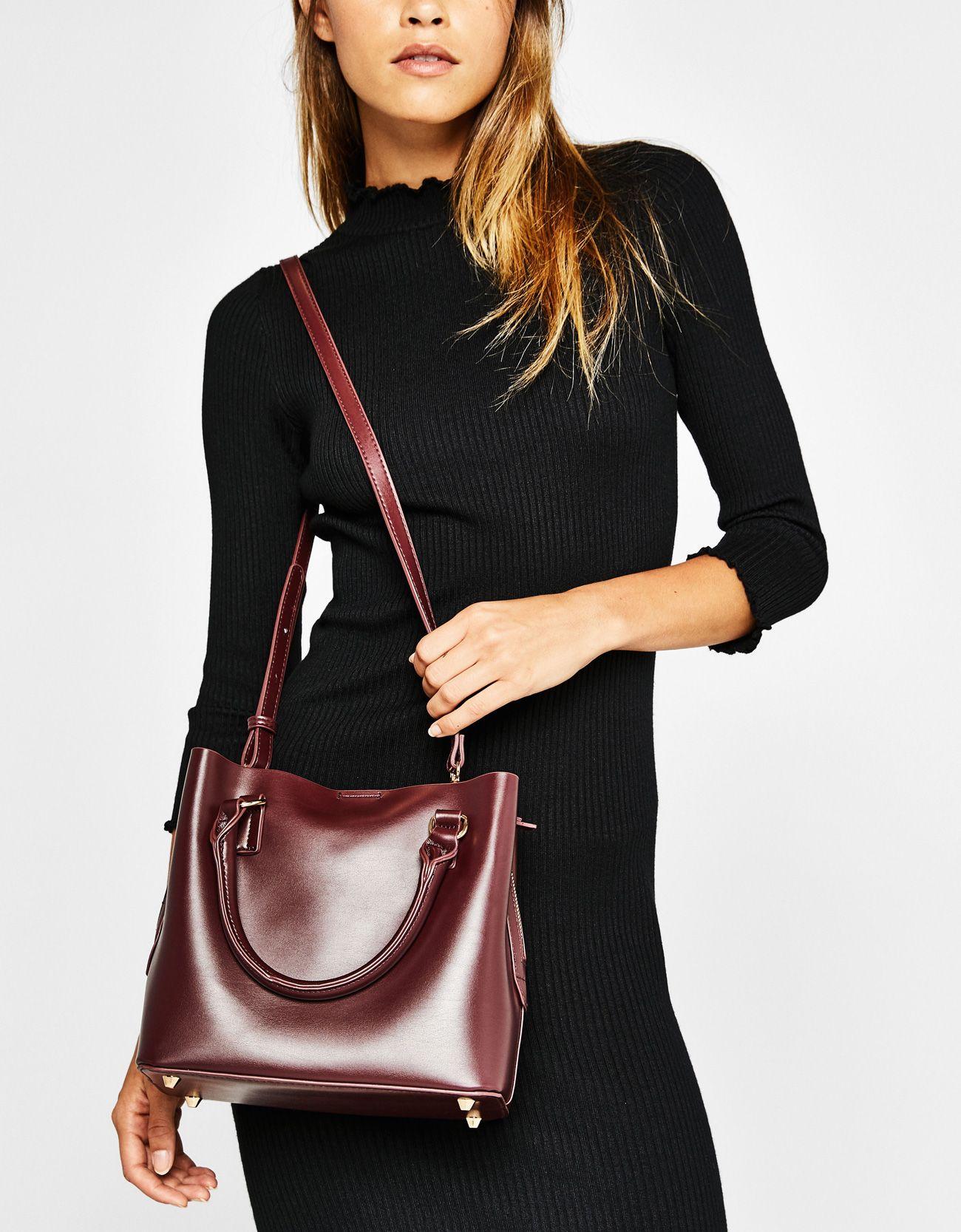 Checked tote bag with zip. Discover this and many more items in Bershka  with new products every week 12af8a5119c40