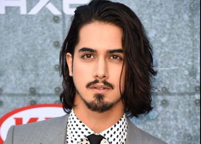 Avan Jogia The Former Nickelodeon Child Star Father 39 S Is In Fact A British Expat Of Gujarati Indian Decent On Avan Jogia Girlfriend Avan Jogia Indian Man