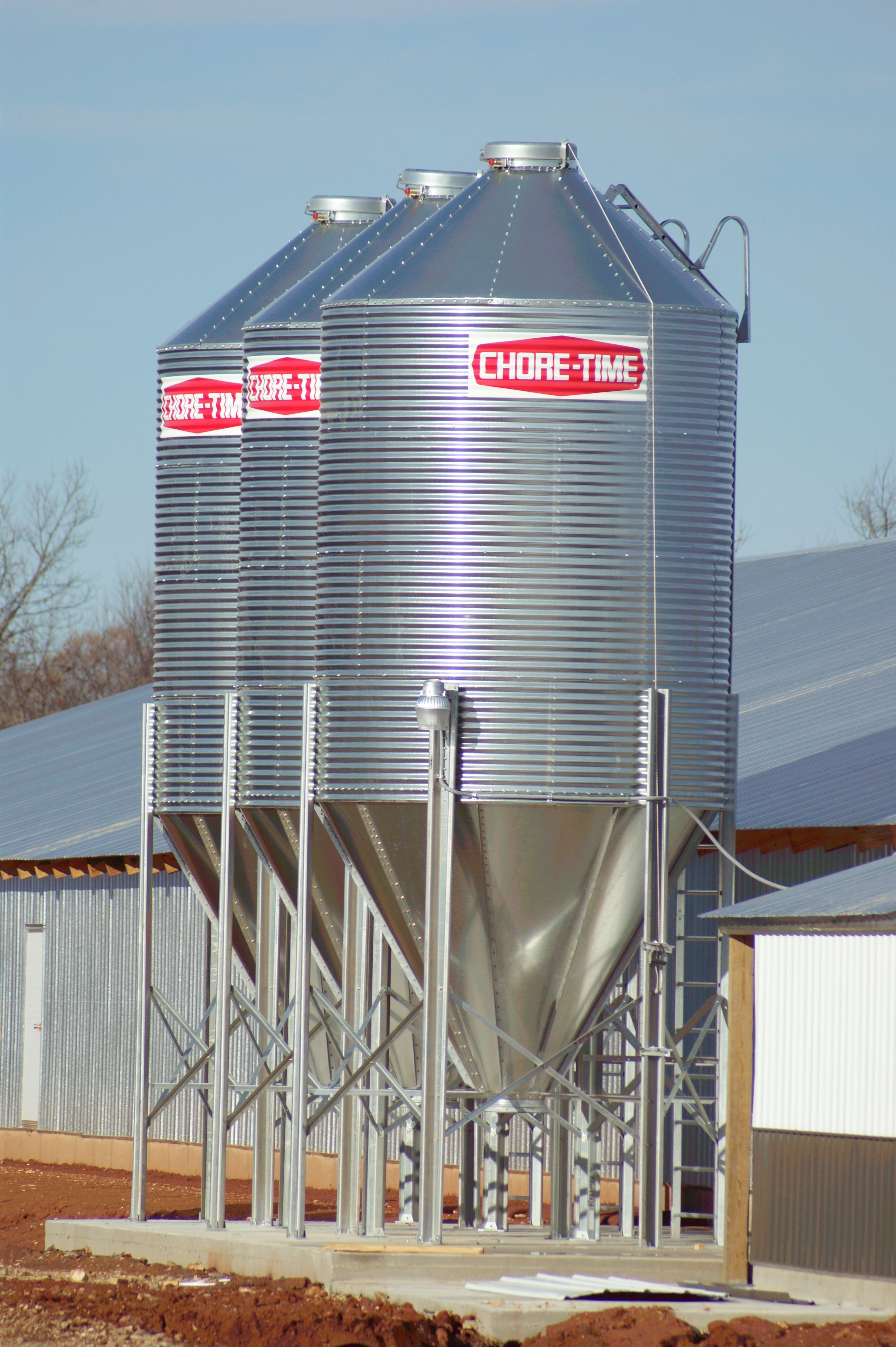 Chore Time Brock Poultry Feed Bins come in several sizes  These 7