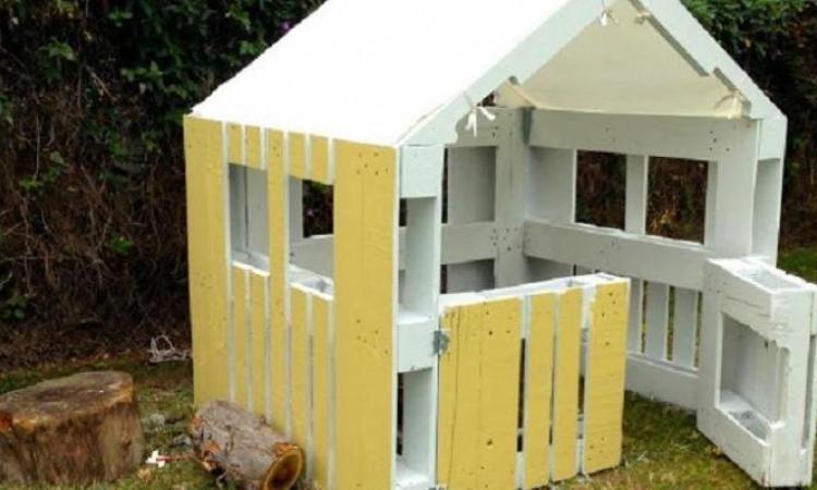 Construire une maison pour enfant partir de palettes de bois centre a r cabane jardin - Construire sa maison en palette ...