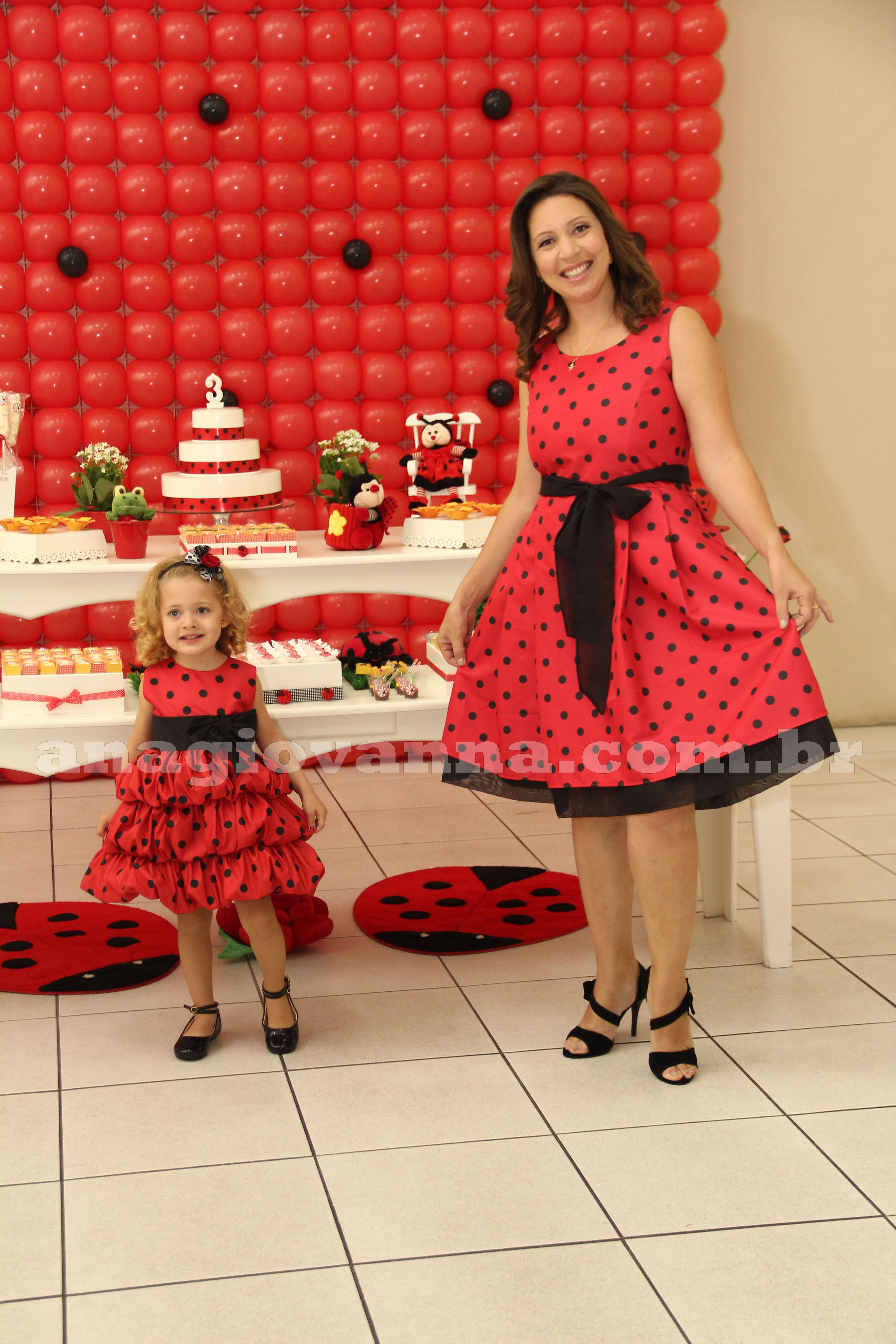 Vestido Joaninha para festa infantil - http://www.anagiovanna.com.br/blog/joaninha/vestido-joaninha-para-festa-infantil/