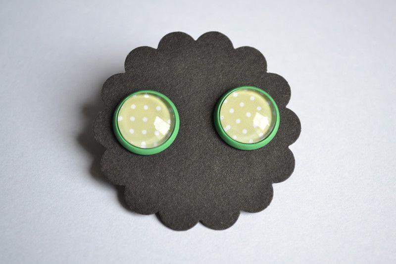 Cabochon grün Punkte 12mm  von FrauGrasWieHeu13 auf DaWanda.com