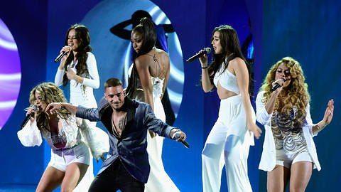 """Fifth Harmony interpretando """"Sin contrato"""" con @maluma en los #LatinGrammys2015 [11/19/2015]"""