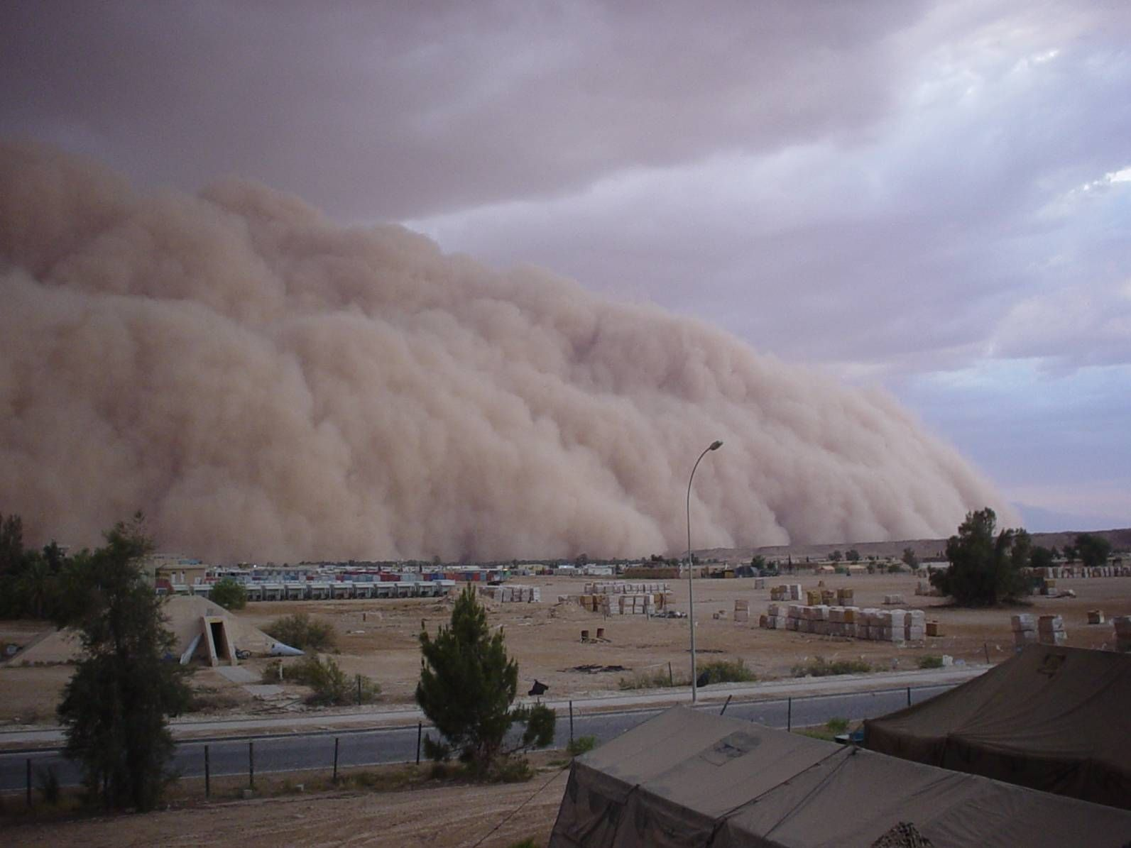 Monstrous Middle Eastern Sandstorm 1593 1195 With Images