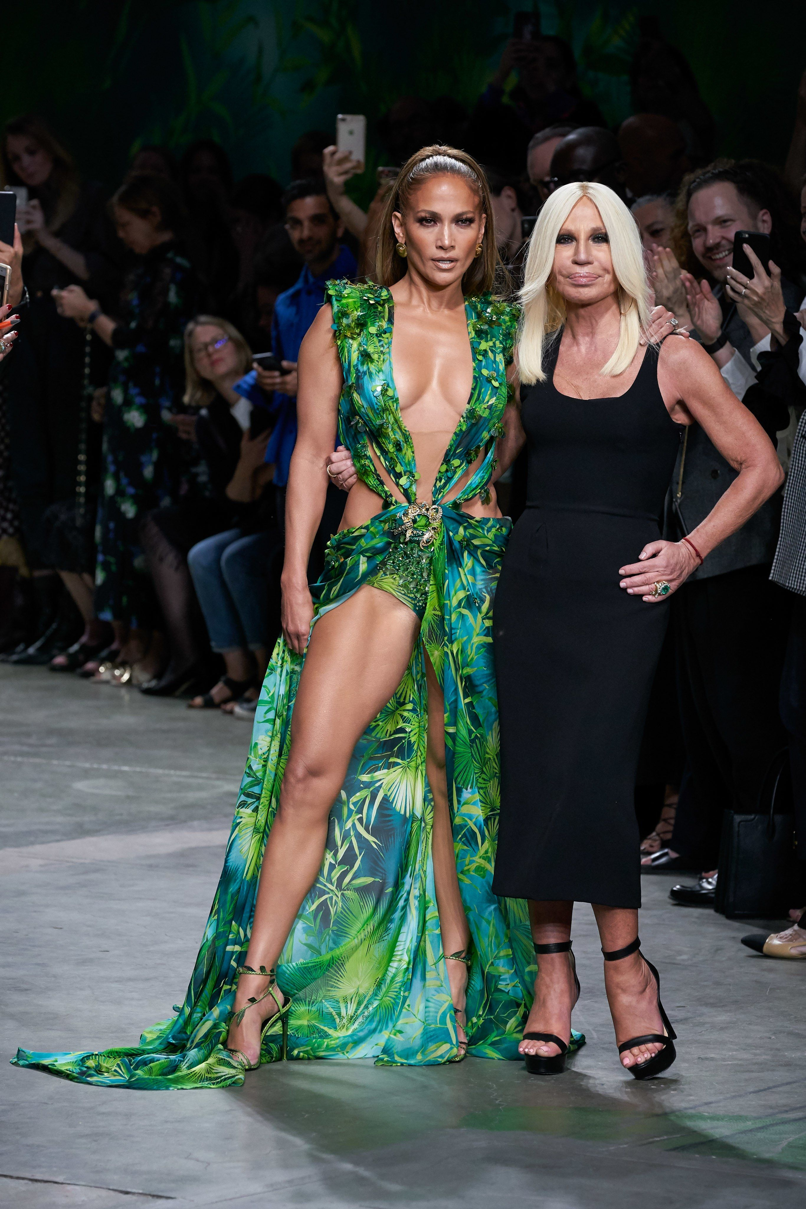 Versace Spring 2020 Ready To Wear Fashion Show Vogue Fashion Fashion Week Fashion Show [ 4098 x 2732 Pixel ]