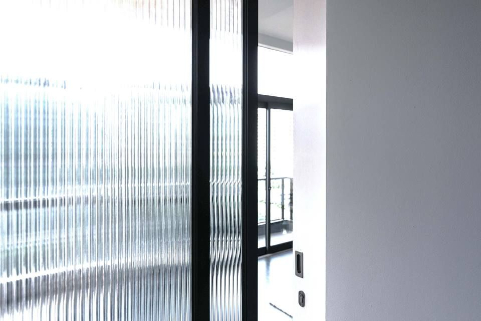 Fluted Glass Mild Steel Singapore Apartment At Robertson Quay