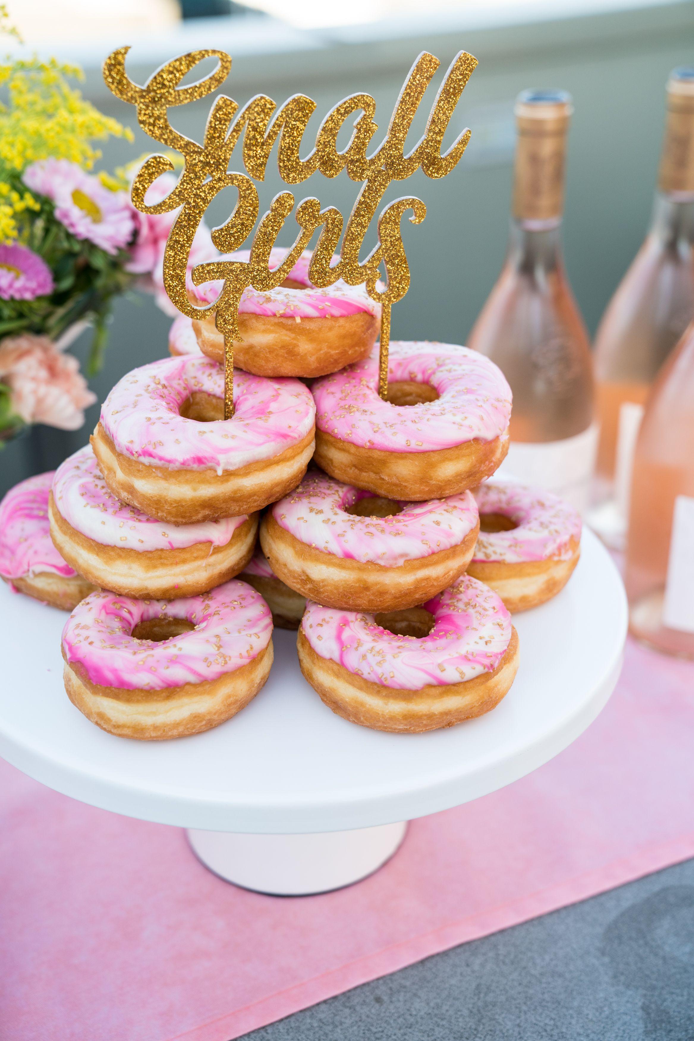 12 Inch Round Modern Metal Wedding Cake Stand (White) | Modern cakes ...