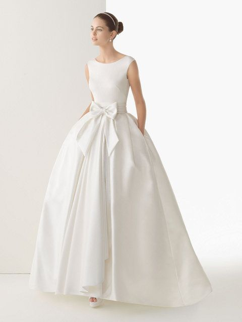 Vestido de novia en punto y seda rústica, manga sisa, cuello redondo ...