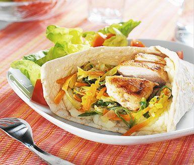 Recept: Tunnbrödsrulle med kyckling och rotsaksfräs