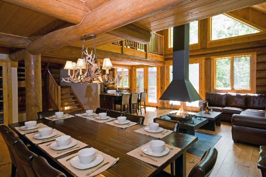 Cute dinning room table with a beautiful antler light above.