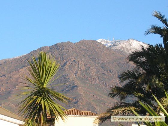 Sierra Bermeja, north of Estepona, peak 1340m, every few years with a snow cap lasting a few hours. Spectacular for locals, I once immediately swum out in the sea to watch green palms, blue sky and a snow cap at the same time.