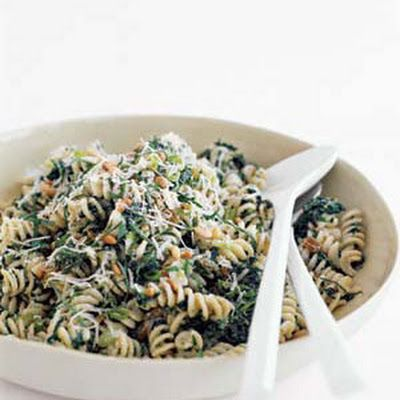 Fusilli with Spinach, Ricotta, and Raisins (Light) @keyingredient #cheese