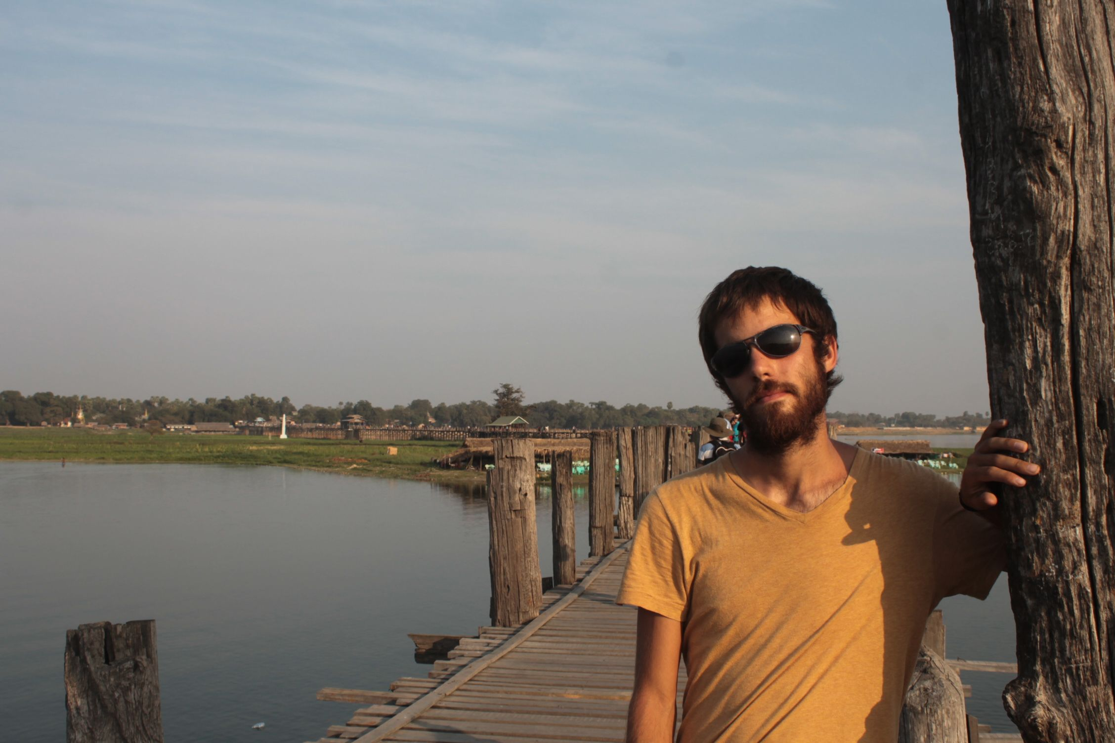 Posando en Ubein Bridge