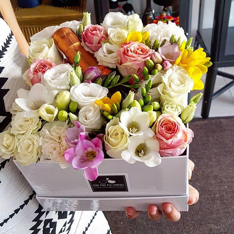 Piu Piu Flowers Na Instagramie Co Powiecie Na Pieknie Pachnaca Kwiaty I Mini Prosecco W Jednym Flower Boxie Idealny Podarunek Dla Kompoziciya Shlyapnye Korobki