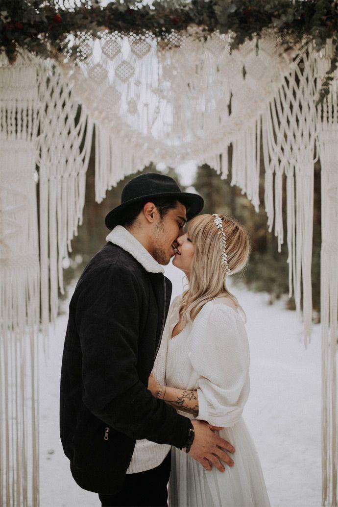 Cérémonie laïque en hiver d'Alizée et Sébastien - Occitanie | Photographe : Loric Gonzalez | Donne-moi ta main - Blog mariage