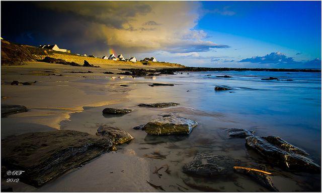 Ciel menaçant (une autre variante) Porz Poulhan - Finistère - Brittany - France by blue eyes photographies, via Flickr:  gorgeous photo of a storm!  Finistère Bretagne