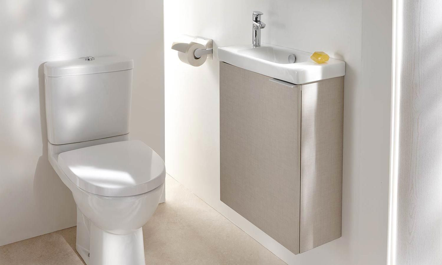 Lave mains sur meuble od on up de jacob delafon toilettes meuble lave main wc lave main et for Wc petit espace renove
