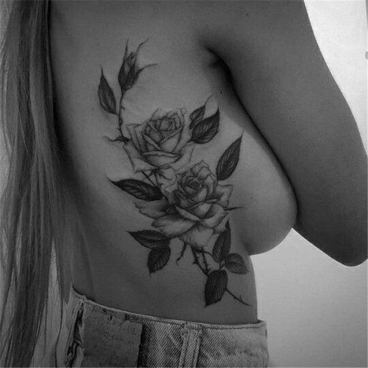 25+ Charming Rib Tattoos Designs To Try In 2019 – Simple Tattoo; Flower tattoos; Rose tattoos; Beautiful tattoos; Sex T …