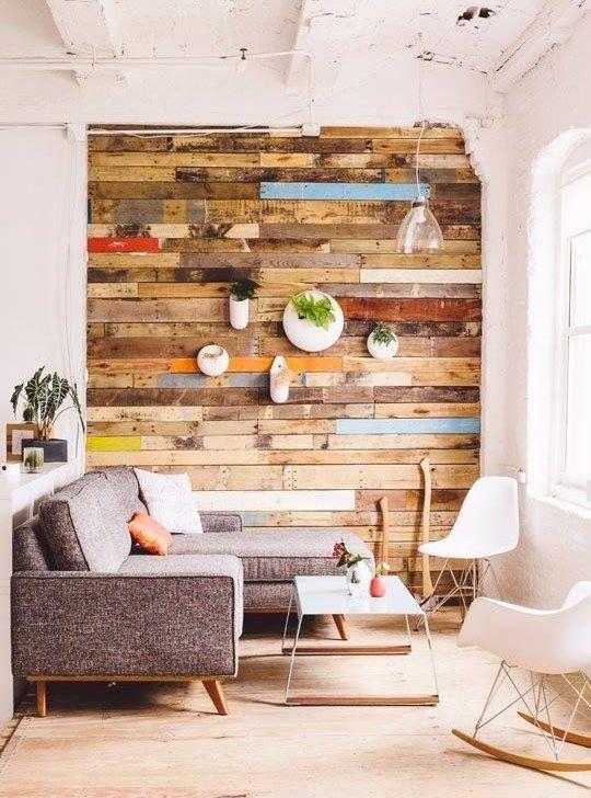 C mo forrar paredes de madera paso a paso decoracion - Decorar paredes con palets ...