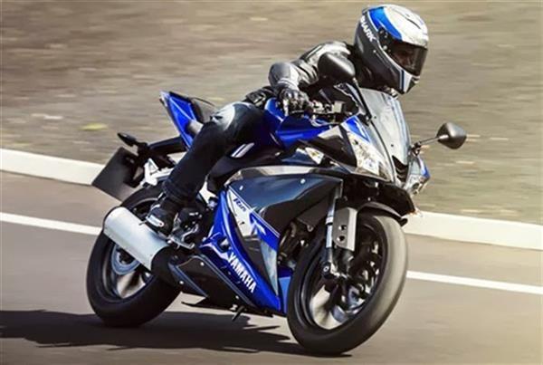 Yamaha YZF R125 2014 - nâng cấp toàn diện YZF-R125 được bán ra lần đầu năm 2008, đây là lần đầu tiên sau 6 năm xuất hiện trên thị trường chiếc sportbike cỡ nhỏ được nâng cấp toàn diện. Vì ra đời sau R6 hay R1 nên R125 thừa hưởng đầy đủ những tinh hoa của các đàn anh, nhưng đồng thời có những đường nét hiện đại mà theo nhiều người đánh giá, mẫu xe nhỏ bé có hình dáng còn mạnh mẽ hơn R6 hay R1.. Xem thêm thông tin chi tiết tại http://thauxe.com