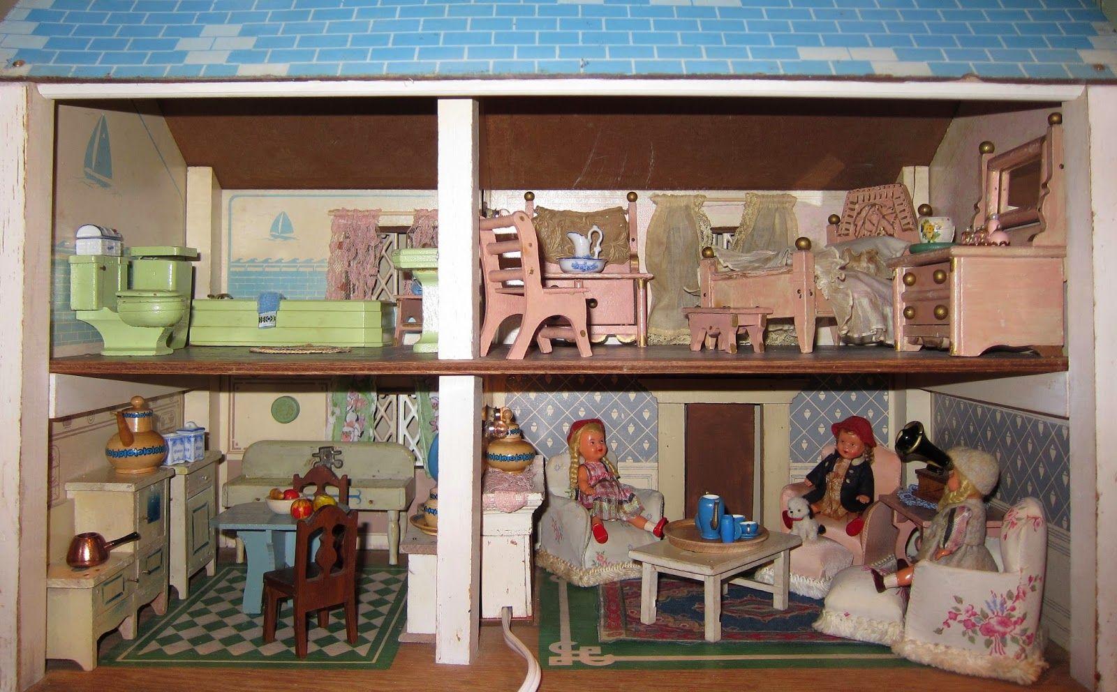 Corey Moortgat- Collage Artist: Blue Roof Keystone Dollhouse Tour